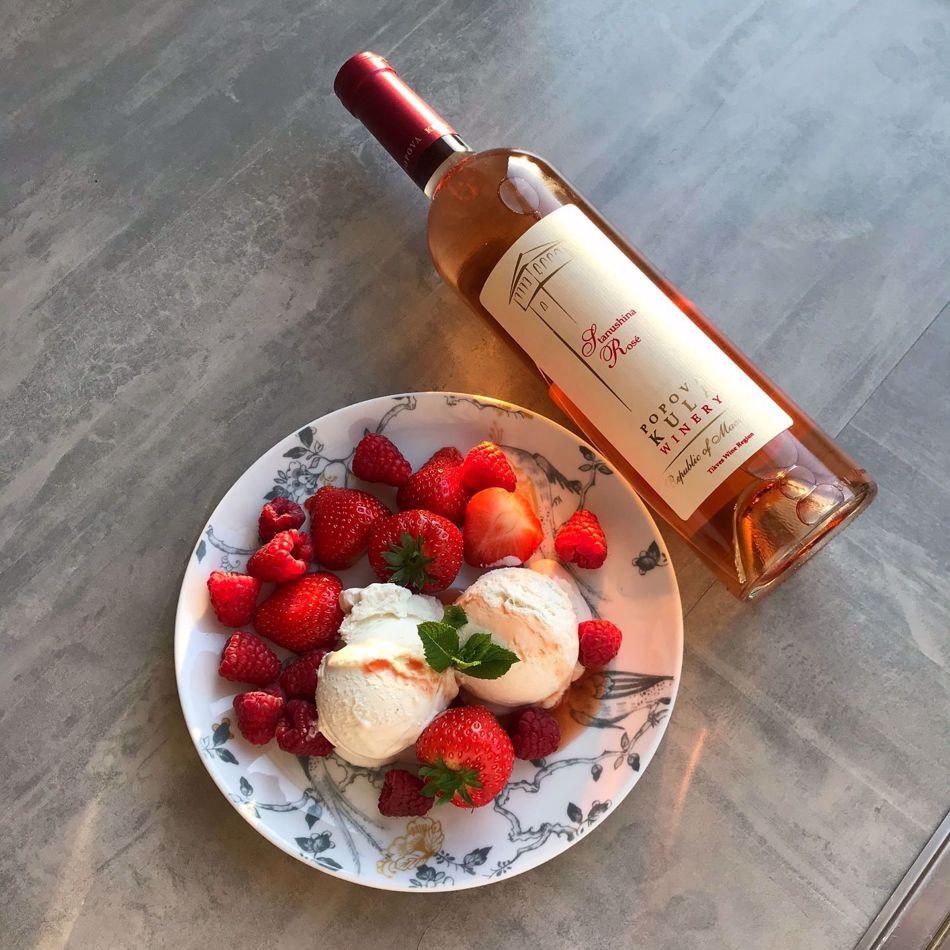 IJsdessert met rosé